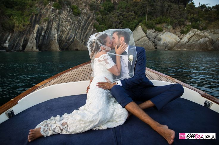 Destination wedding Italy:  the bride and the groom sailing from Baia del Silenzio to Sestri Levante harbour