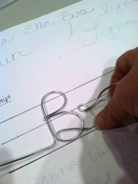 Cómo hacer perchas de alambre personalizadas con el nombre - How to Make Personalized Wire Name Hangers