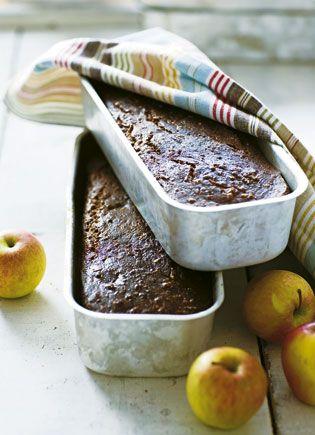 Brødet indeholder masser af fibre fra æble, gulerod og de forskellige meltyper.