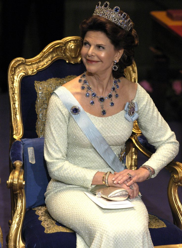 Queen Silvia at the Nobel prize ceremony in 2004 Dress made by Jacques Zehnder