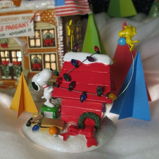 Dept 56 Peanuts Christmas Village