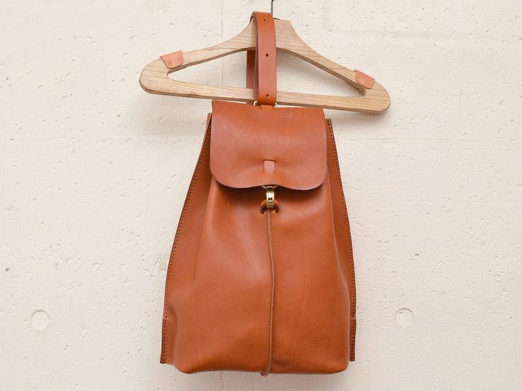 ワンショルダー(G-50)は鞄に通った1本のストラップで肩かけもななめがけもできる革鞄です。「HERZ(ヘルツ)公式通販」