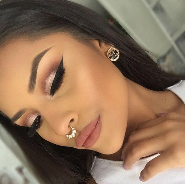 25 Stunning Photos That Prove All Women Can Pull Off Cat Eyes | POPSUGAR Beauty UK