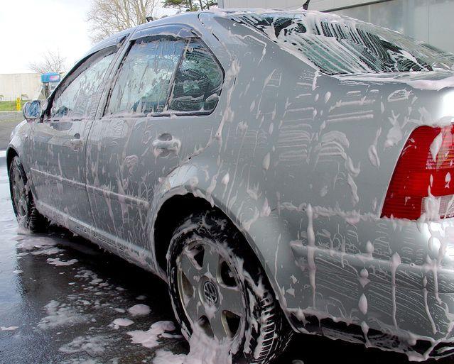 Rengøringsekspert Michael René giver gode råd til rengøring af din bil. Kig med her.