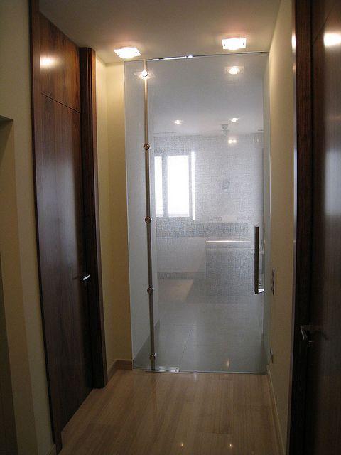 Las 25 mejores ideas sobre puertas abatibles en pinterest - Puertas abatibles cristal ...