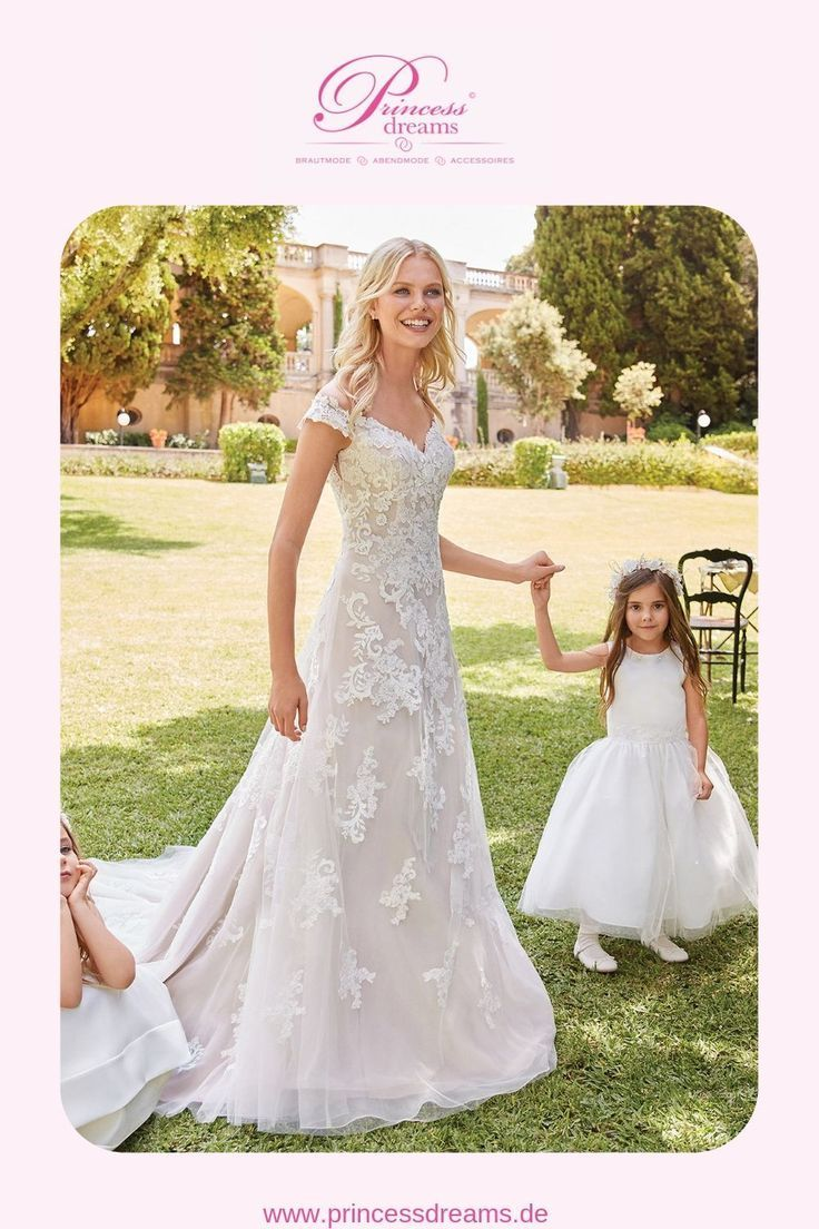 Hochzeitskleid mit Spitze + Trägern von Sincerity Bridal.  Dieses