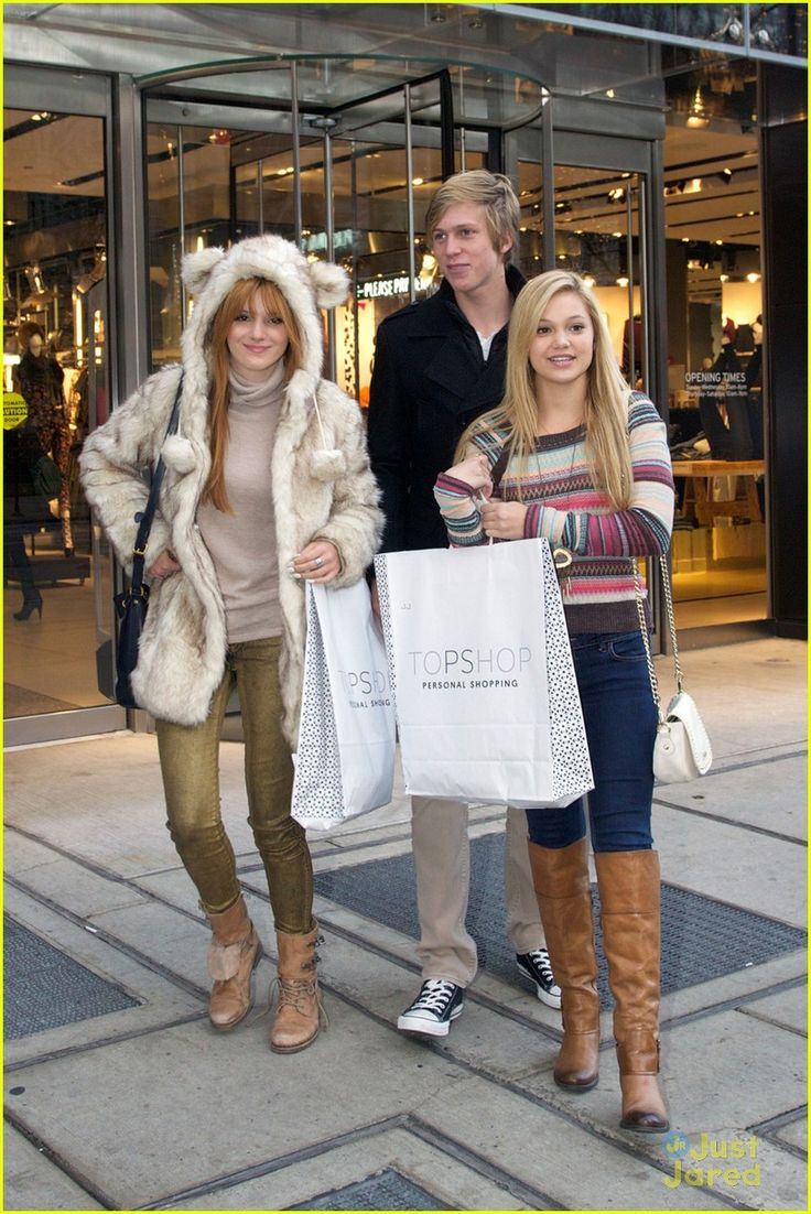 .@Bella Thorne, @olivia_holt and @tristanklier89 top shoppers in Chicago