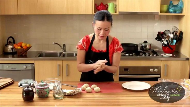 MasterChef Poh Ling Yeow cooking Malaysian Nyonya Chicken Curry and Roti Canai
