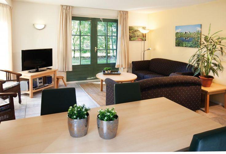 6-persoons bungalow Comfort 6C2  Description: Pluspunten:- Kleinschalig park met rustige ligging en veel privacy- Recreatieplas met zandstrand- Op de grens van het Overijsselse Vechtdal en Twente- Vele attractieparken in de omgeving-- Speeltuin met airtrompoline- Gratis WiFi in elke bungalowLigging van Landal De Vlegge. Landal De Vlegge ligt in de prachtige groene omgeving van Sibculo vlakbij de Duitse grens en op 12km van Almelo. Op een speelse wijze staan de bungalows allen vrijstaand over…