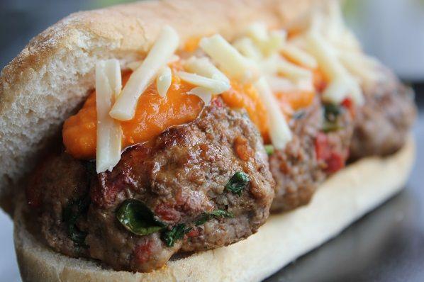 Mini Chorizoburger med tomatsaus