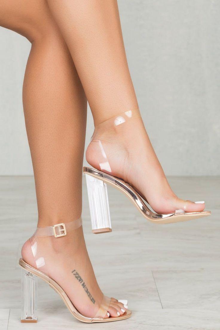 Zapatos de tacón transparentes