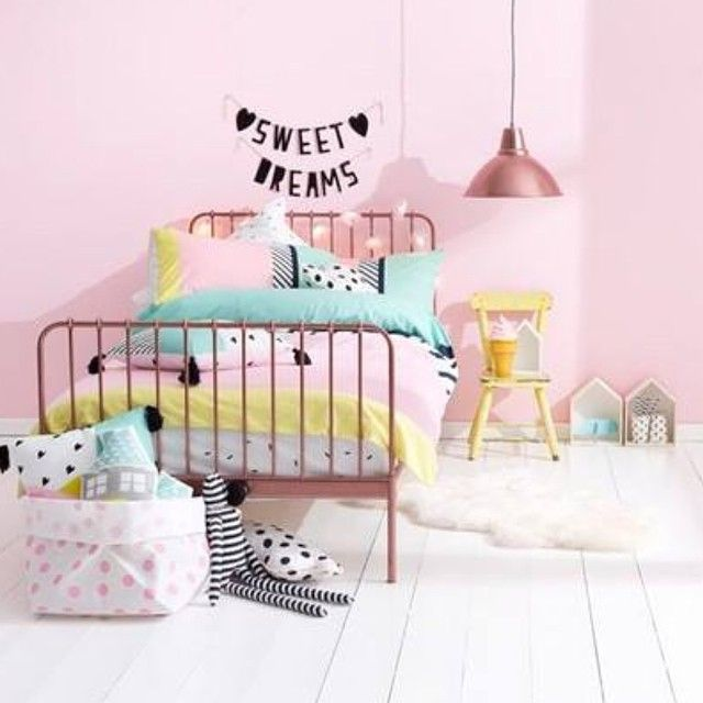 Light pink and pastel touch (mint, yellow) for girl's room