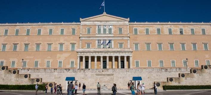 Οικονομικό Βαρόμετρο: To 80% των Ελλήνων φοβάται απολύσεις και ανεργία από το ασφαλιστικό