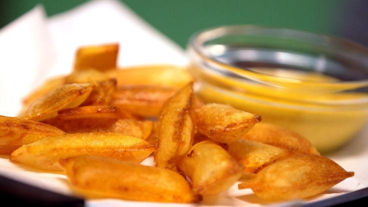 Pommes soufflé med rouille eller luftige, sprøstekte poteter med dipp. Oppskrift fra Munter mat.