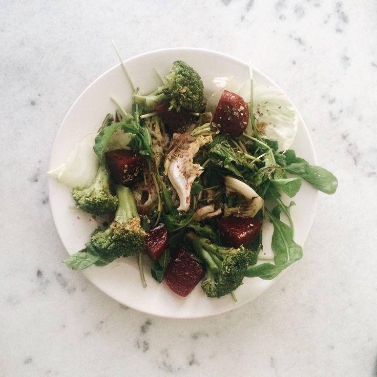 Salada variada. Alface, brócolis, rúcula e beterraba