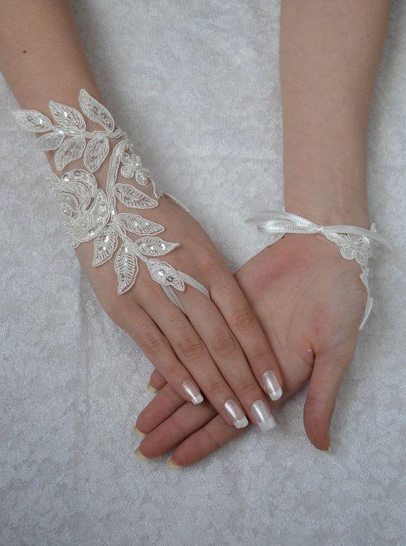 ivory wedding glove unique Original design Wedding por UnionTouch