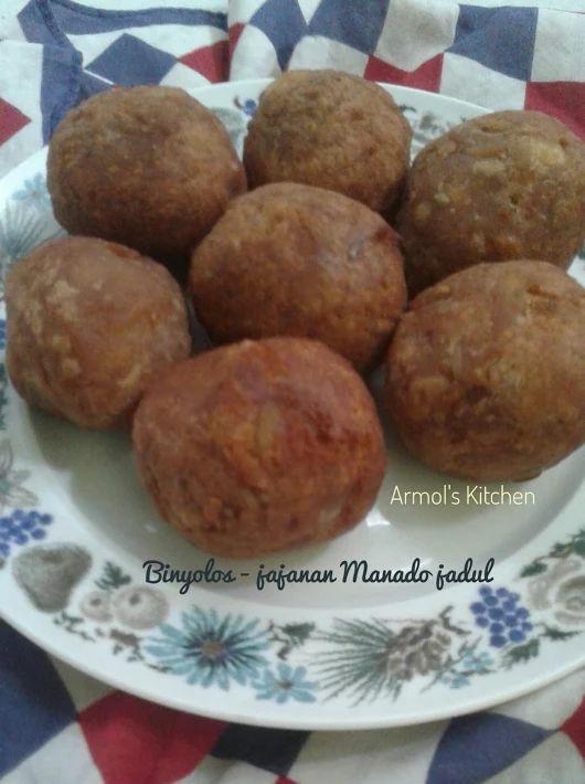 Binyolos - jajanan jadul orang Manado  Jajanan berbahan utama Ubi (bisa singkong dan/atau ubi jalar), gula merah dan tepung. Bikinnya gampang koq. Yuk simak resepnya https://aneka-resep-masakan-online.blogspot.co.id/2017/06/resep-binyolos-jajanan-orang-manado.html