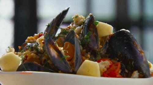 Mussels, Chorizo, Tomatoes and Pangrattato http://masterchefrecipe.net/mussels-chorizo-tomatoes-and-pangrattato/