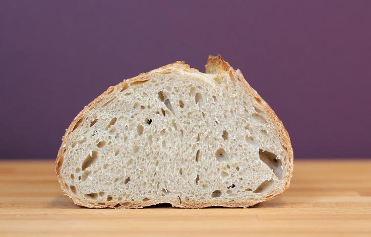 Деревенский хлеб с небольшим количеством цельной и ржаной муки, на 10-ти часовой опаре