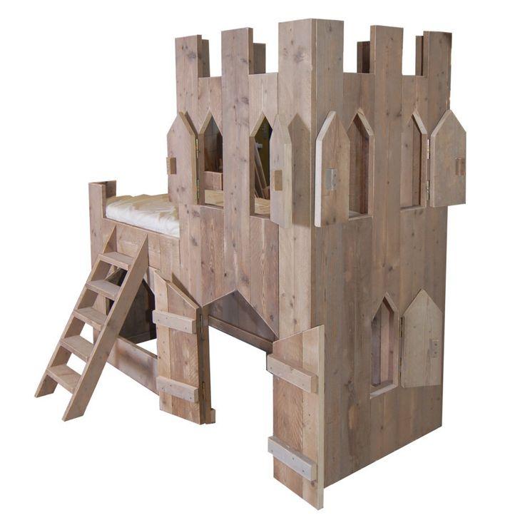 Met dit stoere kasteelbed beleeft jouw kind eindeloze avonturen! Met tussenverdieping, luiken, kantelen en sierschilden. GRATIS bezorgen en monteren