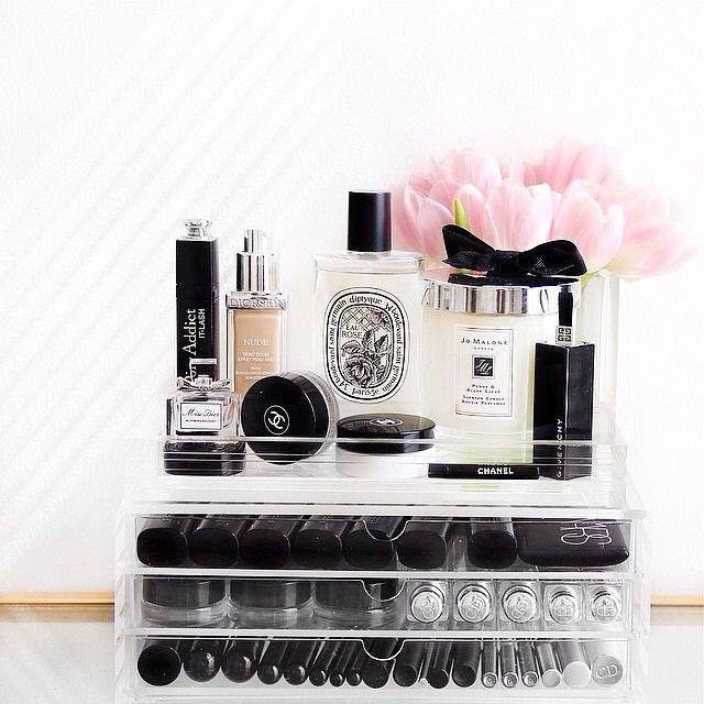 Ultimate dressing table storage from Muji. Pink tulips #beautycorner #makeupstorage #dressingtable