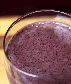 Flat Belly Smoothie (kale blueberry pineapple yogurt)