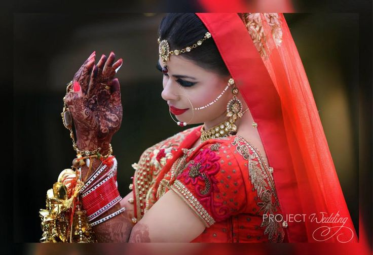 Talking about the RED color wedding ! This Indian bride really wears it well ! From the beautiful piece of jewelery to beautiful smile on her face .