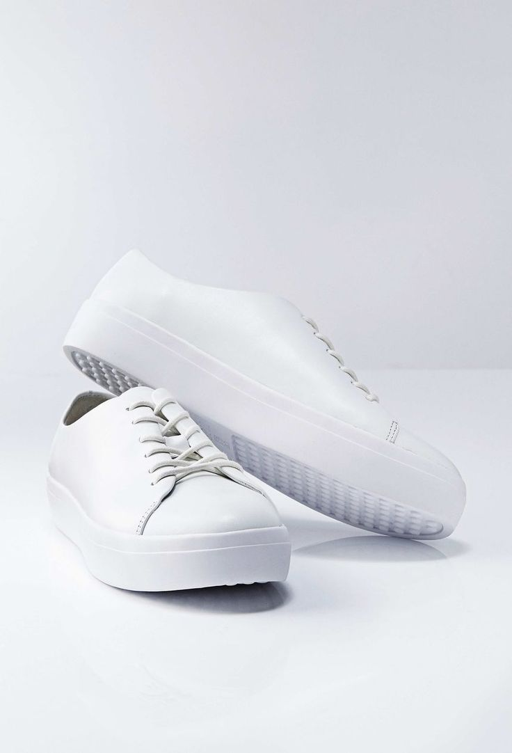 Yvonne sneakers-Women's casual shoes in calf leather. Full leather interior. Waxed rounded cotton laces. Rubber outsole.