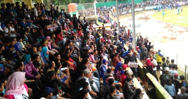 Lapang Tergenang Air Hujan,  Laga Amal Persikabumi VS Persib Legend Tetap Lanjut