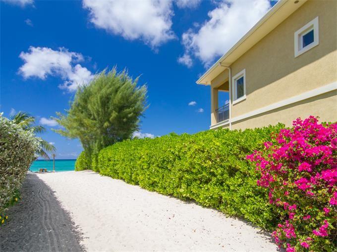 Частный односемейный дом for sales at Lizard Run Seven Mile Beach, Большой Кайман Каймановы Острова
