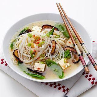Nudelsoppa med tofu och svamp
