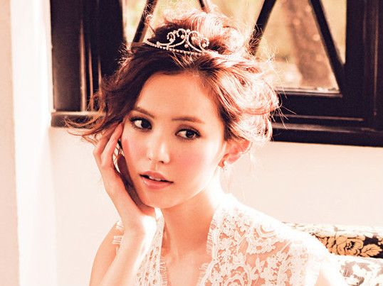 \誰もが思わずキュンとする♡/結婚式でやりたい『ゆるふわ姫ガーリーヘア』7選*にて紹介している画像