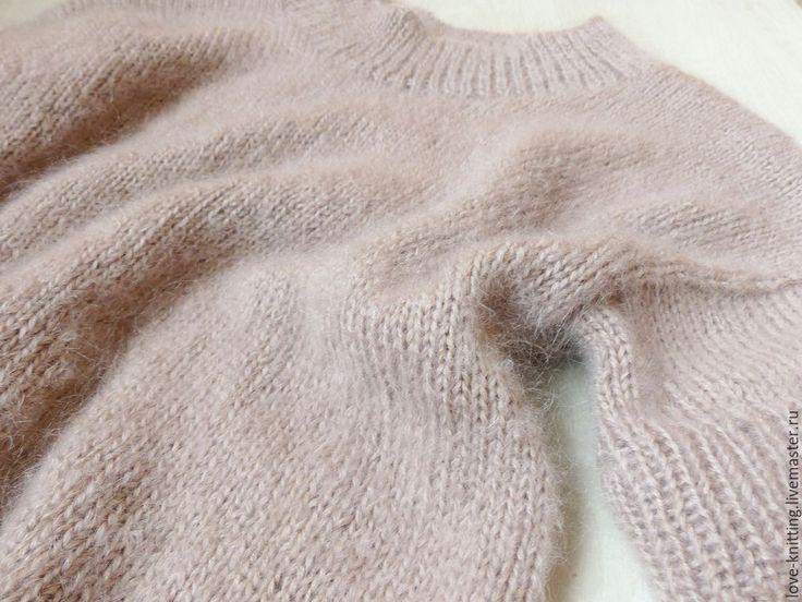 Купить или заказать Платье-свитер КОФЕ С МОЛОКОМ в интернет магазине на Ярмарке Мастеров. С доставкой по России и СНГ. Срок изготовления: 7 дней. Материалы: шерсть, мохер. Размер: 42-44