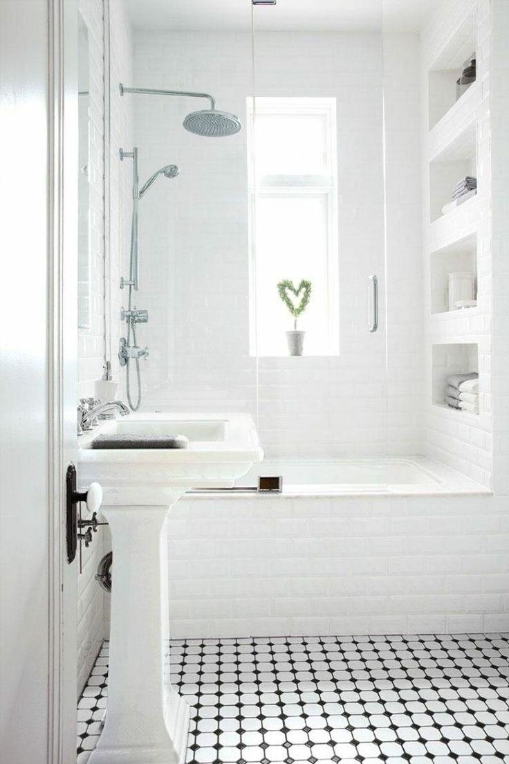 diseño de baño de color blanco