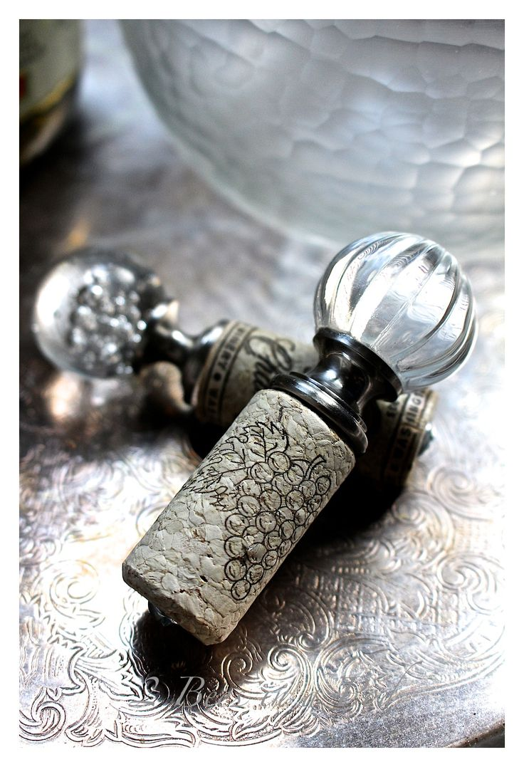 DIY Wine Bottle Stopper - such a cute idea using a drawer pull.