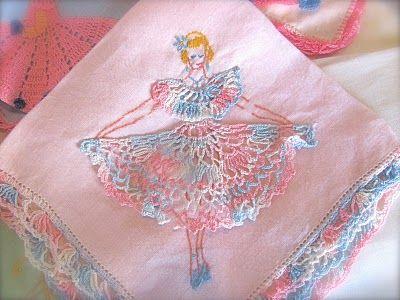 vintage hankies: Vintage Hanky, Hanky Dory, Handkerchiefs Antiques And Or, Hanky Crafts, Vintage Wardrobe, Hanky Vintage, Vintage Linens, Vintage Handkerchiefs, Hanky Panky
