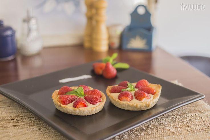 Postres para diabéticos Tartaletas de crema y fresa.