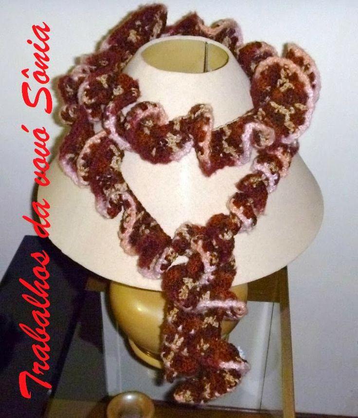 Trabalhos da vovó Sônia: Cachecol de babados marrom - croché