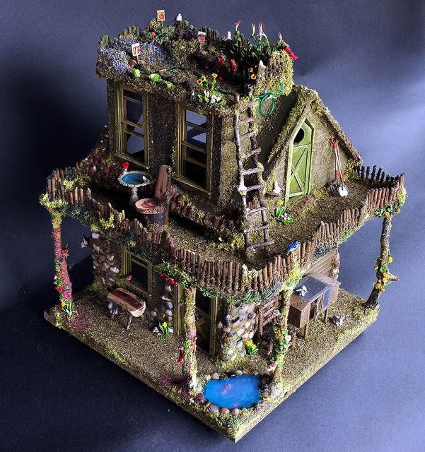 I love this fairy garden home. The roof is a garden, too. So cute.