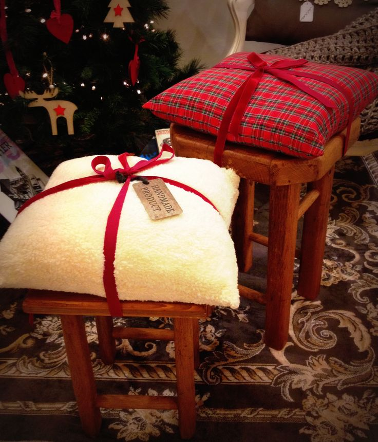 Delicious cherry wood aged stools with soft christmas pillows #Christmas #giftideas #wood #design #pillows