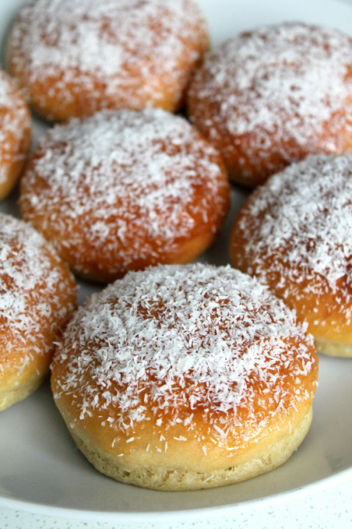 Deze broodjes zijn gemaakt van aardappelen....ja echt waar! Deze aardappelbroodjes zijn lekker zacht en ideaal voor het ontbijt. Je proeft de aardappelen niet duidelijk terug in de broodjes. Ze worden slechts gebruikt om de broodjes heel zacht te maken!