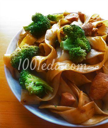 Китайская лапша с курицей и брокколи