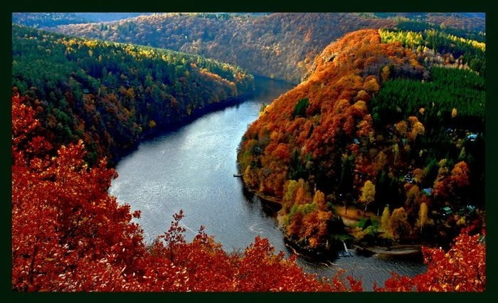 Most beautiful rivers of the world... breathtaking with those fall colors.