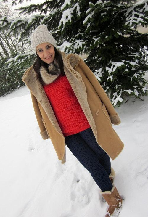 sorry but it´s another winter look  , H en Gorras / Boinas, Accessorize en Pañuelos / Bufandas / Echarpes, Zara en Jerseys, Zara en Pantalones, Ugg Australia en Botas, Adolfo Dominguez en Abrigos