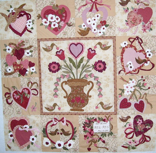12 best Vintage valentine quilt images on Pinterest | Heart ... : valentine quilt patterns - Adamdwight.com