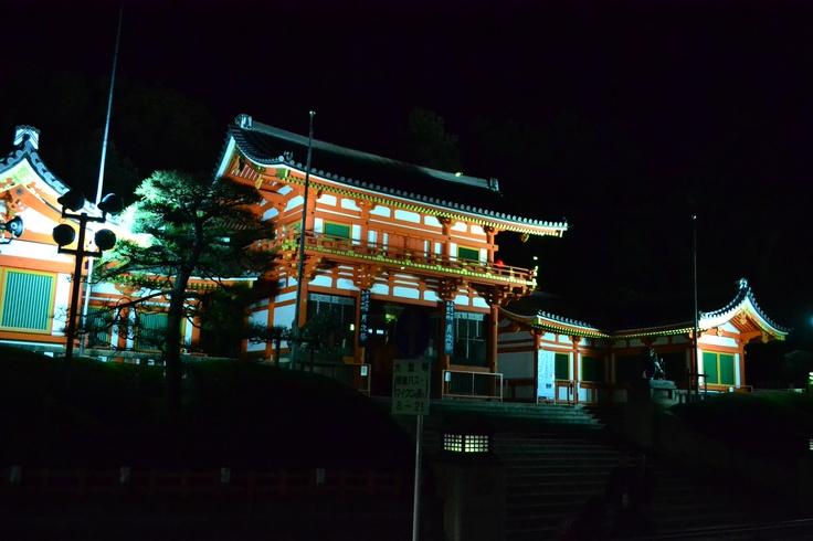 八坂神社。よるバスの車窓から。。。