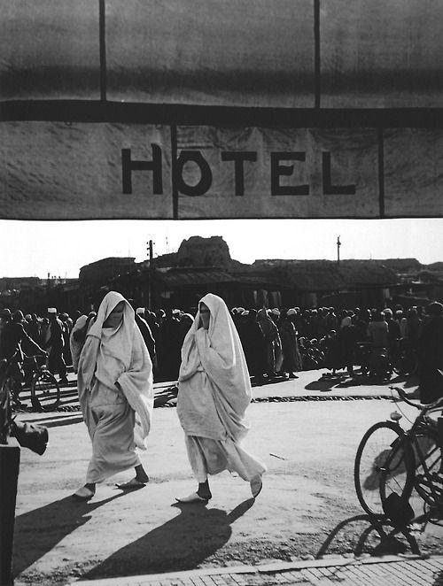 © Brassaï, Marrakech, Place Djema'a El-Fna, 1955