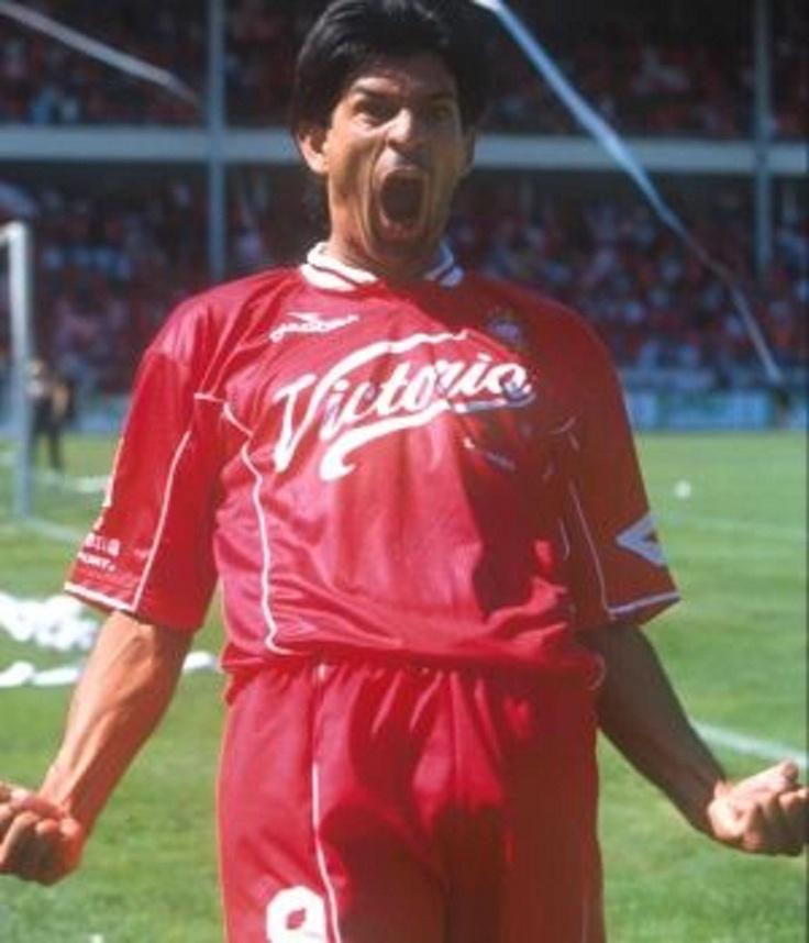 José Saturnino Cardozo Otazú, 316 goles en su carrera Futbolisitica y solo con el Club Deportivo Toluca 249. River Plate de Paraguay (1988-1990), FC St. Gallen (1990-1992), Universidad Católica (1992-1993), Olimpia Asunción (1994-1995), Toluca (1995-2001 y 2001-2005), Cruz Azul (Copa Libertadores 2001), San Lorenzo (2005-2006
