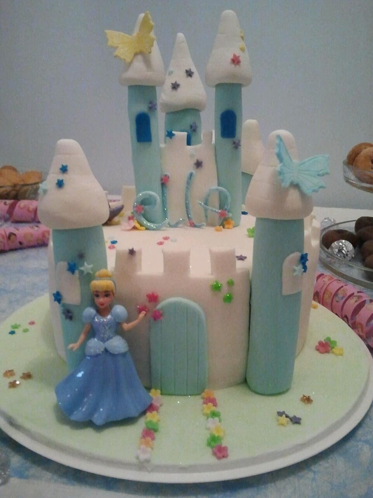 "A princess ""castle"" cake to my princess <3"