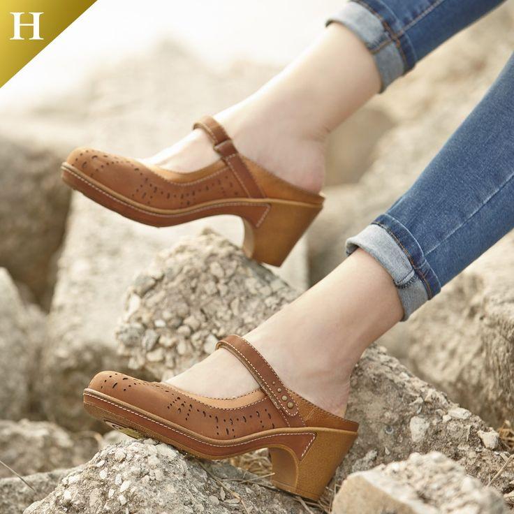 White Mountain Shoes Gull Brown Sandal
